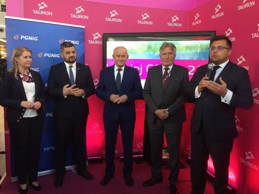 W środku minister Energii Krzysztof Tchórzewski, z prawej prezes Tauronu Filip Grzegorczyk, z lewej Renata Knap