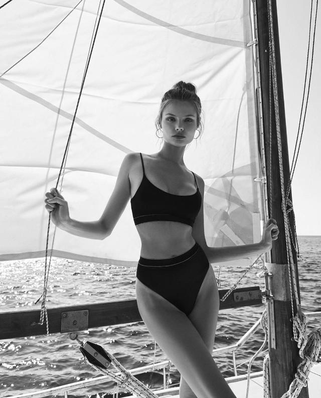 """Magdalena FrąckowiakUrodziła się 8 października 1984 r. w Gdańsku. Jest modelką pracującą w USA. W 2007 roku została twarzą Ralpha Laurena. W 2010 r. uplasowaną ją na 13. miejscu na liście światowych modelek """"Top 50 Models"""". Znalazła się na okładkach wielu krajowych edycji magazynu """"Vogue"""" i włoskiej edycji Glamour. Piękna polska modelka występowała w pokazach mody marki Victoria's Secret w 2010 roku oraz w latach 2012-2015."""