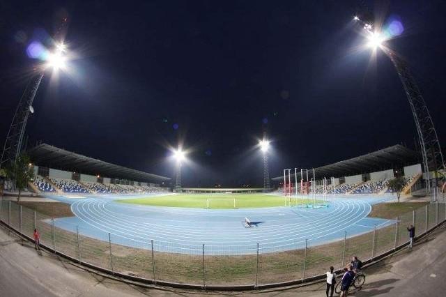 Główny obiekt Stadionu Miejskiego w Mielcu nie zyska dachu. Zadaszony obiekt powstanie jednak obok, na Błoniach.