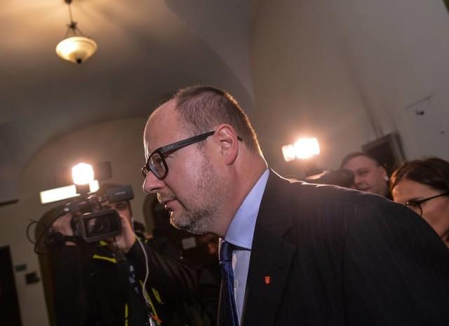 Proces Adamowicza odroczony do września. Zostało tylko 3 świadków
