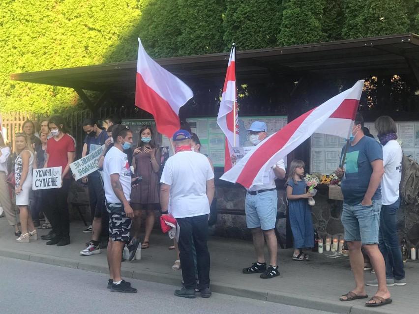 Manifestacja przed Konsulatem Białorusi w Białymstoku...