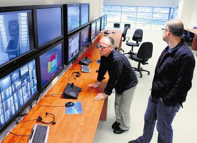 Dzięki monitoringowi w tzw. control roomie policja widzi każdy szczegół stadionu
