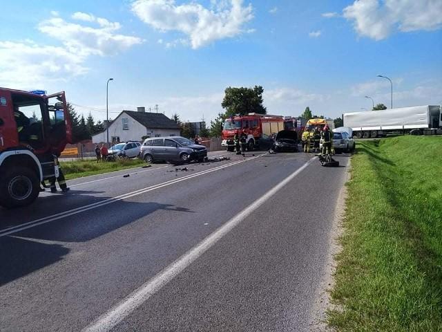 W piątek 10 września doszło do groźnego wypadku na drodze krajowej nr 10 w miejscowości Głogowo. Zderzyły się 3 samochody.