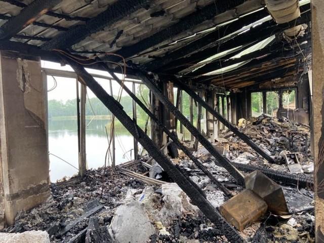 Tak po pożarze wygląda wnętrze sosnowieckiego Balatonu