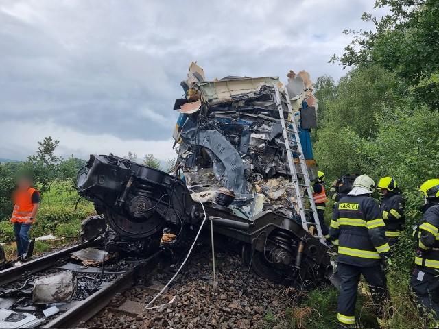 Zderzenie pociągów w Czechach. Są ofiary śmiertlene, około 40 osób jest rannych