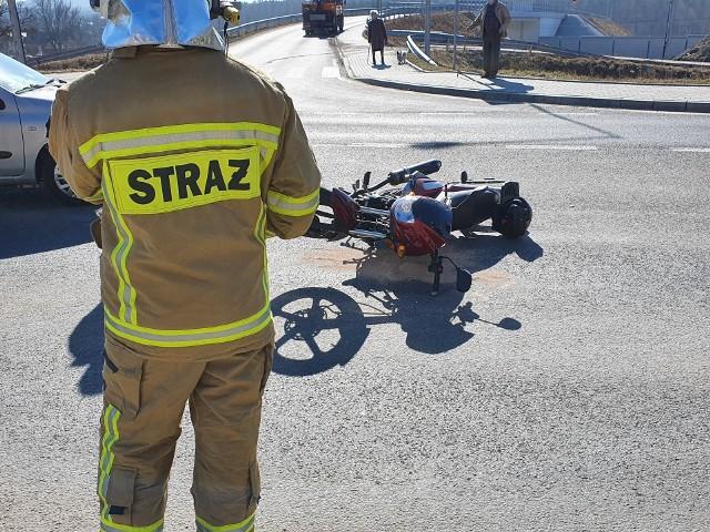 Zderzenie motoroweru z samochodem osobowym w Woli Filipowskiej na drodze krajowej
