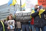 Manifestacja przed budynkiem Rady UE w Brukseli ws. sytuacji na Ukrainie