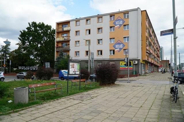 Ul. Janickiego - chodnik przy tej ulicy kwalifikuje się do naprawy