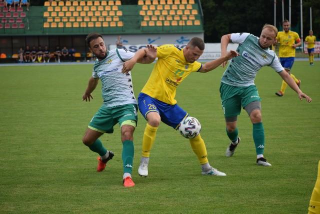 Unia (żółte stroje) gra w finale Pucharu Polski z Pelikanem Łowicz