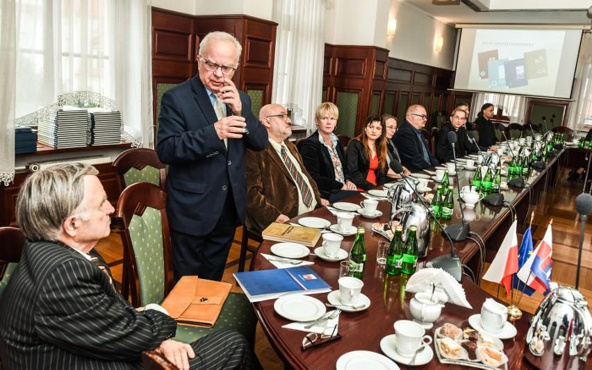 """Niedawno """"Kronika Bydgoska"""" obchodziła 50 urodziny. Ukazuje się od 1967 roku."""
