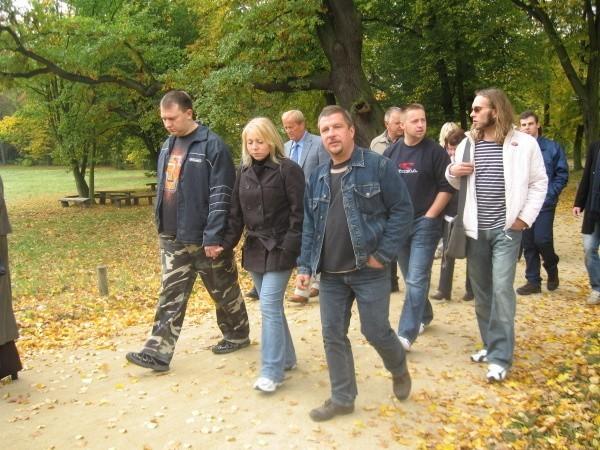 Dziś uczestnicy projektu spotkali się z okazji 10. rocznicy jego  rozpoczęcia. Po części oficjalnej udali się na spacer po parku.