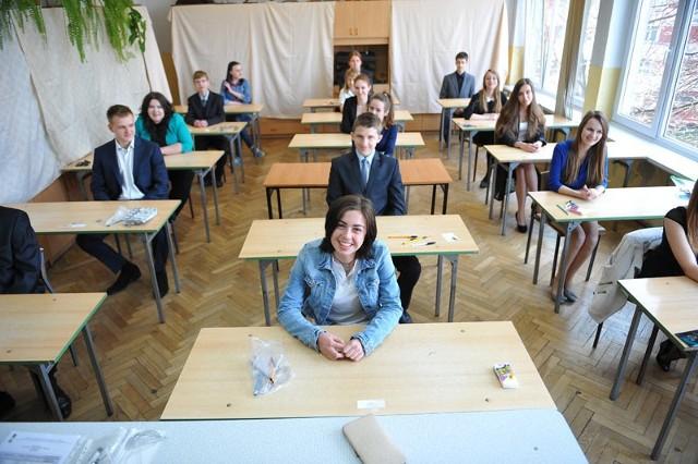"""- Było łatwiej niż się spodziewaliśmy – ocenili wczorajszy test gimnazjaliści z rzeszowskiej """"jedynki""""."""