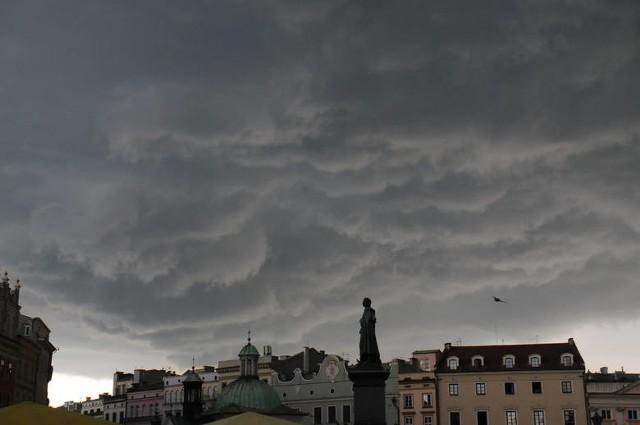 Nad Małopolskę nadciągają burze z gradem. IMGW wydało ostrzeżenie I stopnia
