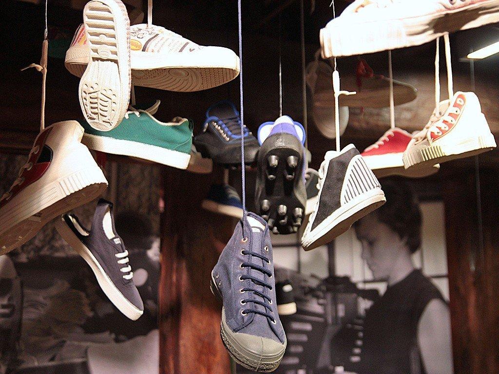 3b75f40eeb44c Takie obuwie produkował