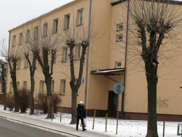 Blok mieszkalny w Stalowej WoliBlok komunalny w Stalowej Woli przy ulicy Kilińskiewgo. Jeden z tych, gdzie mogą trafić dłużnicy do dłużników.