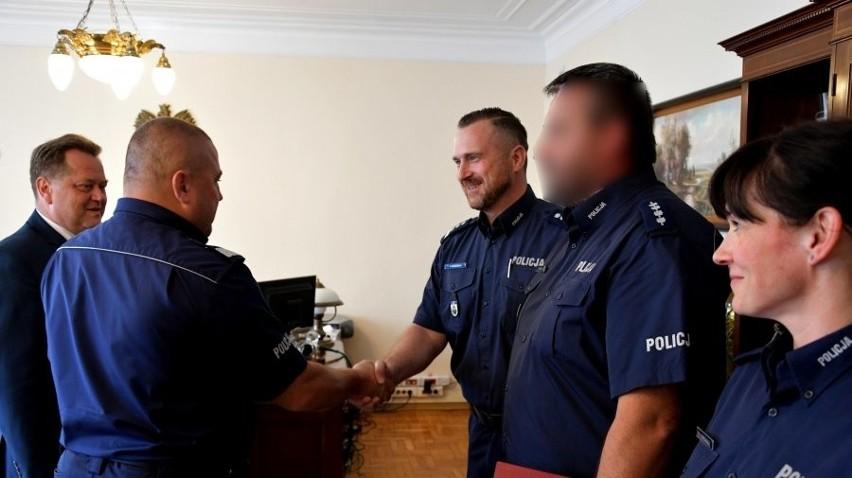 Policjanci zaangażowani w sprawę ustalenia i zatrzymania...