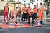 Czyn społeczny w Słupsku. Rowerzyści malują przejazdy (film, zdjęcia)