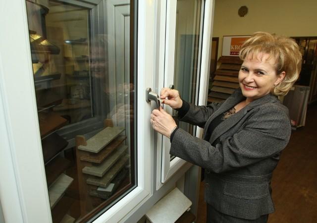 Mirosława GałeckaMirosława Gałecka, właścicielka firmy Gami, na oknach zna się, jak nikt inny. Po dwudziestu latach pracy w tej branży potrafi wskazać te najtrwalsze i najbezpieczniejsze.