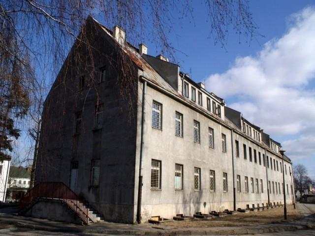 W Lipnie brak mieszkań socjalnychW Lipnie brak mieszkań socjalnych. Czy powstaną nowe w budynkach po dawnym szpitalu psychiatrycznym?