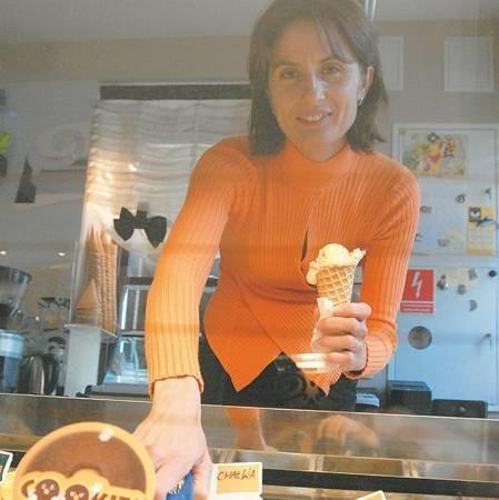 Karinę Staniek, właścicielkę kawiarni all'Angolo w Zielonej Górze pasjonują smaki i zapachy lodów. Założyli z mężem lokal, bo brakowało im takiego miejsca w centrum miasta.