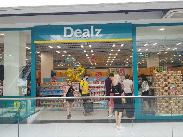 Na otwarciu sklepu marki Dealz w Białmystoku w Galerii Jurowieckiej pojawiły się tłumy. Na chętnych czekały liczne promocje.