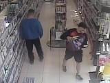 W Solcu Kujawskim doszło do kradzieży. Policja publikuje wizerunek sprawców i prosi o pomoc w ich identyfikacji