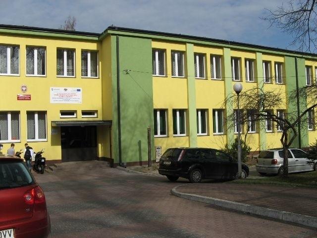 Z końcem roku szkolnego przestało istnieć III Liceum imienia Staszica w Skarżysku. Powiat ma pomysł na wykorzystanie budynku po ogólniaku - ma w nim powstać dom pomocy społecznej.