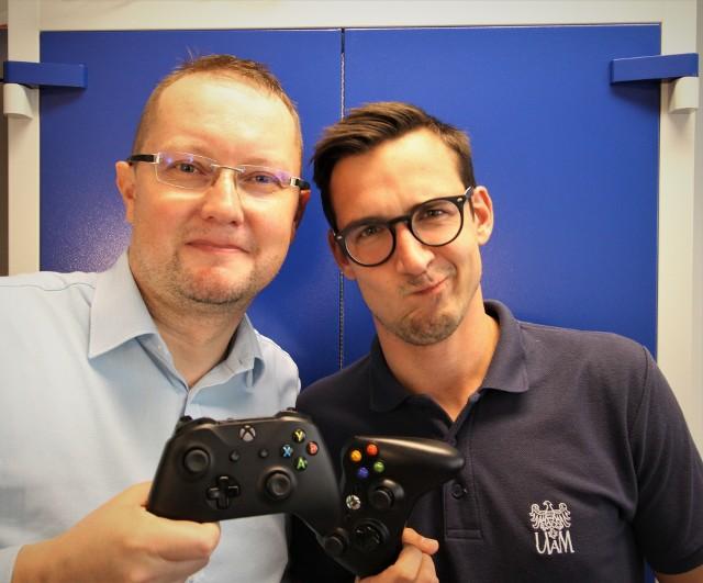 Prof. Łukasz Kaczmarek wraz z Maciejem Behnke z WPiK prowadzą naukowe badania nad sportem w formie elektronicznej.