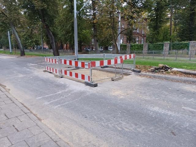 Ulica Wawrzyniaka po awarii wodociągu. Stan na 11.10.2021