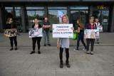 Poznań: Nie chcą chowu klatkowego zwierząt gospodarskich. Protestowali przed Bałtykiem [ZDJĘCIA]