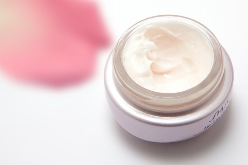 Codzienne oczyszczanie skóry jest niezbędną czynnością,...
