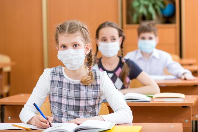Piontkowski wypowiada się na temat oświadczeń w szkołach w sprawie koronawirusa.