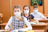Szkoły nie mają prawa żądać od rodziców oświadczeń na temat koronawirusa - tłumaczy Piontkowski