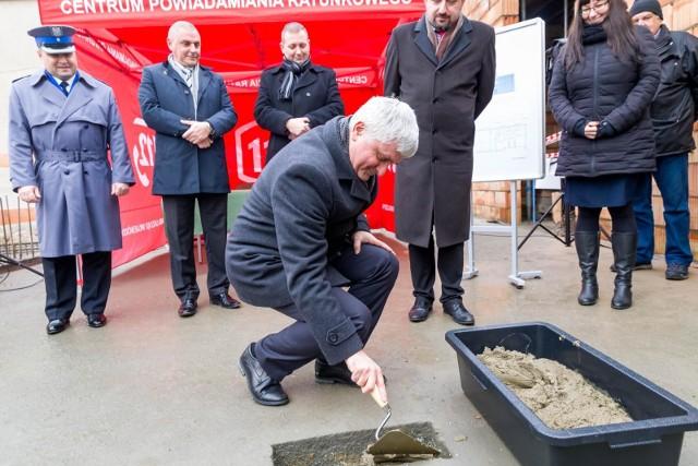 Wmurowano kamień węgielny pod budowę nowej siedziby operatorów numeru alarmowego 112