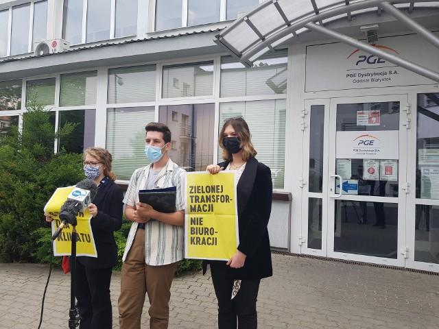W piątek w Białymstoku przedstawiciele Młodzieżowego Strajku Klimatycznego zorganizowali konferencję prasową przed siedzibą PGE. Protestowano przeciwko braku odpowiedzialności rządzących w prowadzeniu polityki energetycznej i klimatycznej.