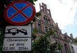 Nie będzie wyższych opłat za usuwanie pojazdów i parkowanie. Jak długo?