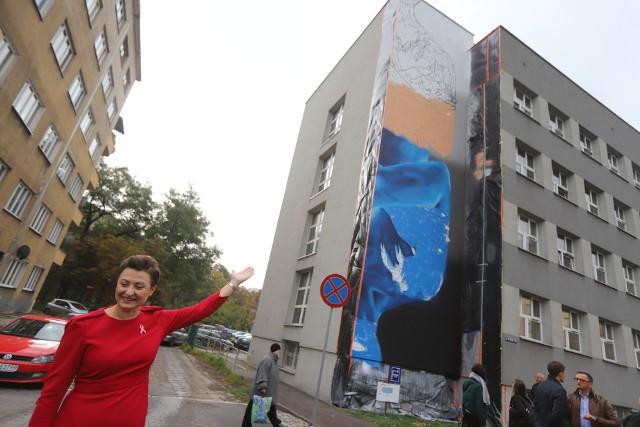 """W Sosnowcu, na budynku przy ul. 3 Maja, powstaje """"antyrakowy mural"""""""