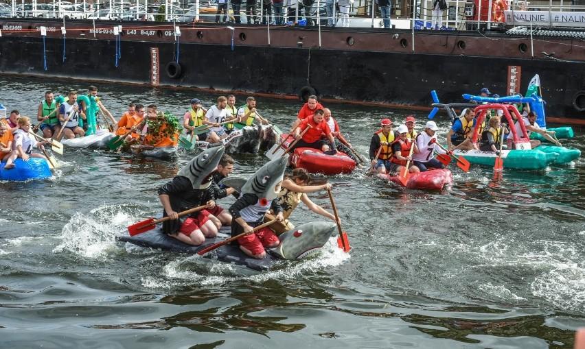Ster na Bydgoszcz 2018. Wyścig łodzi butelkowych [ZDJĘCIA]