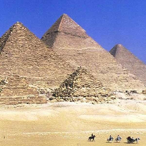 Egipskie piramidy - wg. najnowszego zestawienia siedmiu nowych cudów świata utraciły swą rangę.