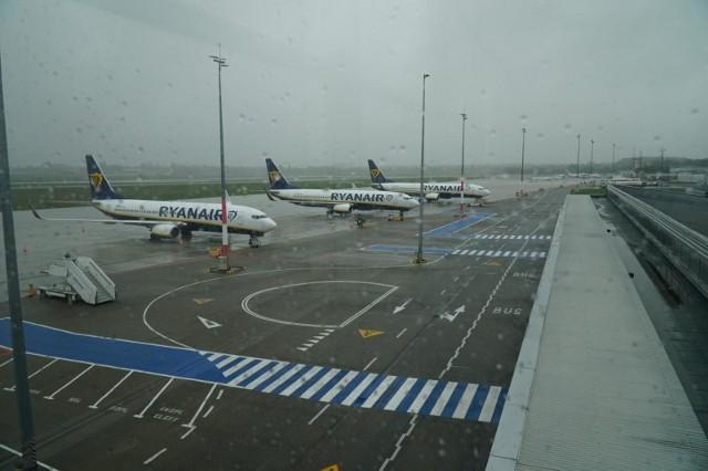 Z poznańskiego lotniska Ławica aktualnie lata nie wiele samolotów. Od środy obowiązuje nowa lista państw z zakazem lotów z Polski