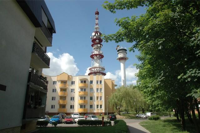Wieże telewizyjne na Piątkowie, widok od strony osiedla Bolesława Chrobrego.