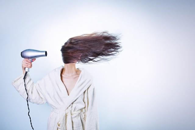 Obejrzyj przegląd fryzur, które nigdy nie powinny się przydarzyć