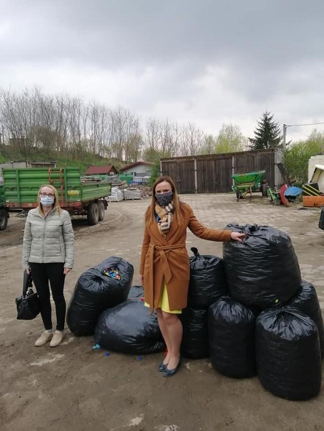Gmina Zbójno zaangażowała się w pomoc dla Lenki z Obrowa, która choruje na nowotwór. Przekazano nakrętki, które można spieniężyć
