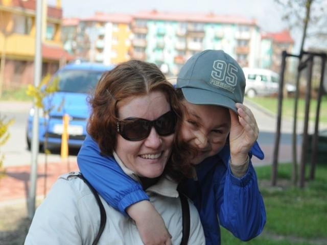 - Od dziewięciu lat mieszkam w KTBS-ie, to bardzo dobre rozwiązanie zwłaszcza dla młodych małżeństw – przyznaje Sylwia Pająk z synkiem Igorem