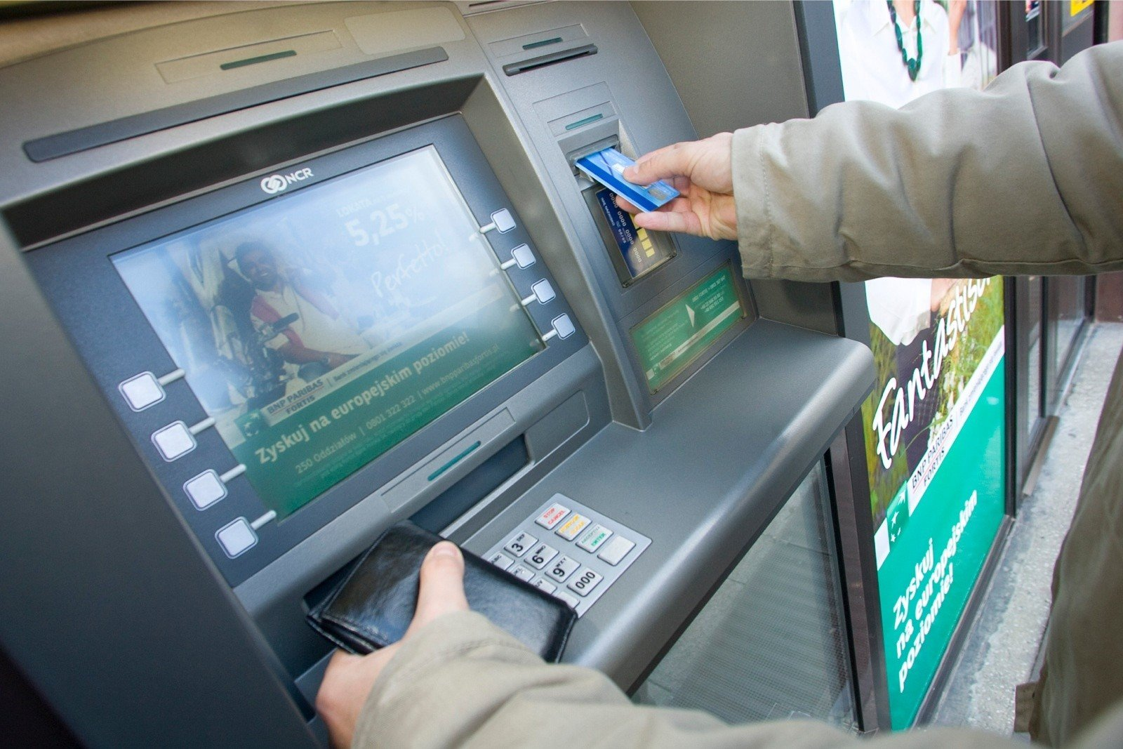 Dwa duże banki znów ostrzegają klientów: Tak oszuści przejmują konta i kradną pieniądze | Gazeta Pomorska