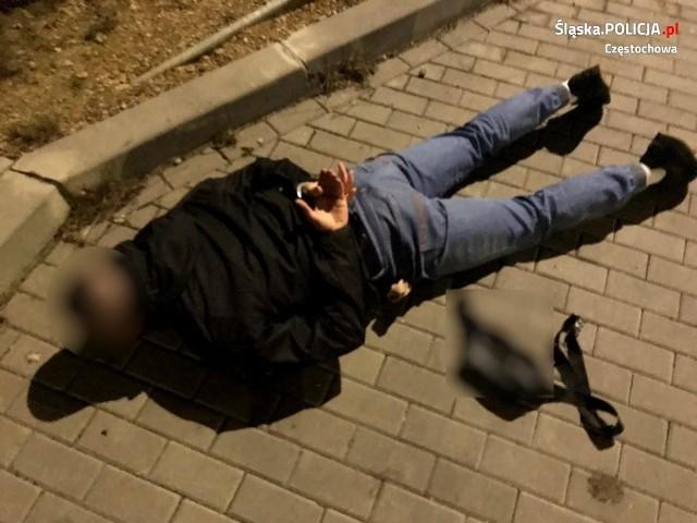 Policja zatrzymała mężczyznę związanego ze środowiskiem pseudokibiców, który miał przy sobie narkotyki