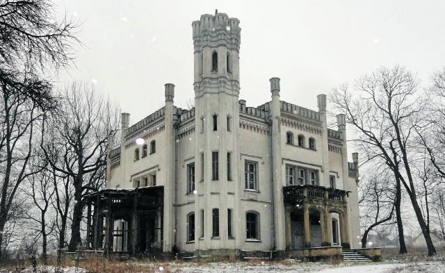 Pałac w Piekarach przysporzył kłopotów gminie, byłym właścicielom, kupcom i Skarbowi Państwa