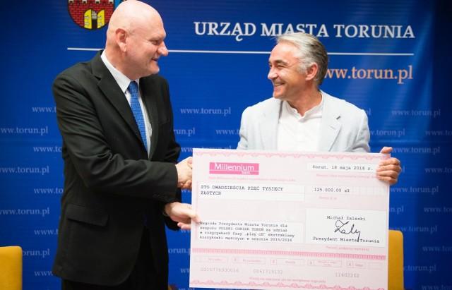 Maciej Wiśniewski w maju odebrał nagrodę finansową za 5. miejsce w lidze - 125 tys. zł.