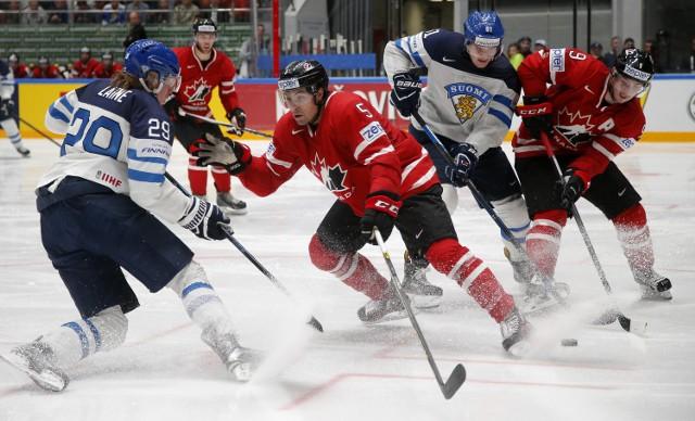 Hokeiści Kanady po 16 kolejnych zwycięstwach w mistrzostwach świata doznali porażki z Finlandią, ale wciąż są faworytem turnieju