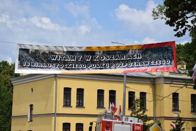 Święto białostockiego pułku tradycyjnie obchodzone było w koszarach. W wyjątkową rocznicę przeniesiono je do centrum miasta.